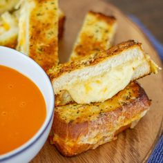 A recipe for a giant sized grilled cheese that is topped with a garlic basil butter. Slice it up and serve it as an appetizer or a meal. Cheese Appetizers, Yummy Appetizers, Appetizers For Party, Appetizer Recipes, Snack Recipes, Appetizer Ideas, Sandwich Recipes, Best Dip Recipes, Easy Recipes