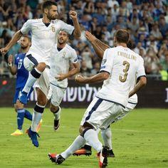 Antonio #Candreva esulta dopo aver trasformato il penalty