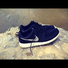 Nike Roshe Run #nike #sneakers Best Sneakers, Nike Sneakers, Business Outfits, Business Clothes, Tennis Funny, Nike Roshe Run, Nike Free Runs, Mens Sale, Sports Shoes