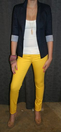 Freaking love these yellow skinnys and the blazer. The whole look is fab.
