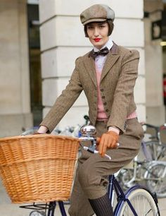 Heritage look The Effective Pictures We Offer You About Cycling Outfit urban A quality picture can t Mode Vintage, Vintage Girls, Vintage Outfits, Vintage Fashion, Tweed Ride, Preppy Style, My Style, Dandy Style, Cycle Chic