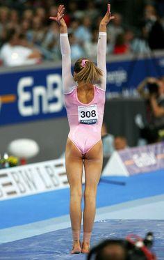 Gymnastics Images, Gymnastics Posters, Gymnastics Outfits, Sport Gymnastics, Artistic Gymnastics, Olympic Gymnastics, Gymnastics Leotards, Olympic Games, Gymnastics Flexibility