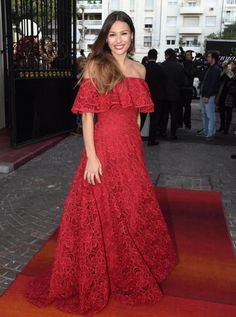 Rojo pasión: el look de Pampita para la foto del Bailando | Fashion TV