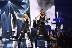 Pin for Later: Von Geisha zu Cow-Girl und Punk-Lady: Madonna's größte Mode-Statements  Mit Taylor Swift bei den iHearRadio Music Awards im Jahr 2015.