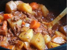 POOR MAN'S STEW RECIPE Ingredients : 1 lb. ground beef, browned and drained lbs potatoes, diced large 3 carrots, sliced Crock Pot Recipes, Crock Pot Cooking, Slow Cooker Recipes, Casserole Recipes, Soup Recipes, Cooking Recipes, Easy Recipes, Delicious Recipes, Simply Recipes