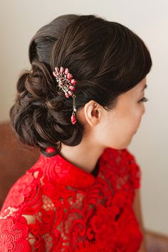 Simple, elegant, modern hairstyle that goes with Chinese qipao and wedding gown.