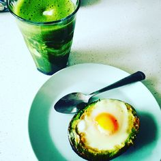 Green love breakfast Hand of spinach fresh orange juice Yoghurt  Half an avocado 1 egg Salt and pepper Garlic powder  Avo Heat the over at 180 degrees Make the hote of the pit bigger so the egg fits Season the avocado with the salt, pepper and garlic. Break the egg in the hole and bake it in the oven for 15 minutes  Shake Put the spinach in the blander ad double volume of fresh presser orange juice and bland it. Put this in a glass big enough so you can add the yoghurt, 1/3 of the glass.  Et…