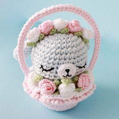 вязаная милость амигуруми от Amylie Freeman - кролик в корзинке. Схема вязания кролика крючком и корзинки.