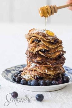 I love making these simple yet delicious banana pancakes for any breakfast but especially for the weekend when we have more time to enjoy them! Baked Pancakes, Banana Pancakes, Delicious Deserts, Banana Coconut, Non Stick Pan, Vegetarian Paleo, Sweet Life, Blueberry, Bakery