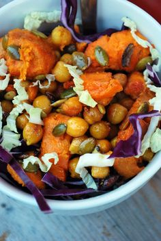 Vegaanihaaste - Bataatti-kikhernesalaatti Korn, Fruit Salad, Vegan Recipes, Curry, Eat, Ethnic Recipes, Fruit Salads, Curries, Vegane Rezepte