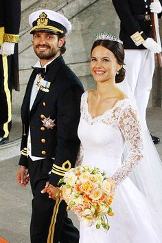 Princess Sofia of Sweden, Duchess of Värmland.- A new tiara A present to her from the King and Queen, according to the Royal Court, it has a diamond base of palmette or honeysuckle motifs and is topped by emeralds.