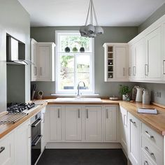 White and sage green country kitchen | Kitchen decorating | 25 Beautiful Homes | Housetohome.co.uk Green Country Kitchen, Sage Green Kitchen, Kitchen White, Cream And Grey Kitchen, Green Kitchen Walls, Country Blue, White Kitchen Paint Ideas, Cream Kitchen Cupboards, Cream Shaker Kitchen