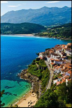 Vista desde  la aldea de pescadores de San Roque Lastres , Asturias, España (
