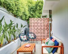 Style Palm Springs, Palm Springs Houses, Terrazas Chill Out, Palm Springs Mid Century Modern, Outdoor Spaces, Outdoor Living, Breeze Block Wall, Gazebos, Backyard Renovations