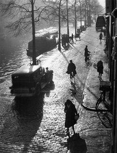 Netherlands. Prisengracht, Amsterdam, 1934 // by Wolf Suschitzky