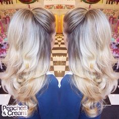 @arianagrande inspired half up half down hair using a Peaches Natural Blonde Flicky Pony! This style can be created using a weave and pony to make it extra big! #peachespony #bighairdontcare