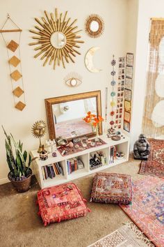 Cube shelves and floor cushions - Home Professional Decoration Meditation Room Decor, Meditation Corner, Meditation Space, Yoga Meditation, Yoga Room Decor, Yoga Room Design, Deco Zen, Zen Room, Home Yoga Room