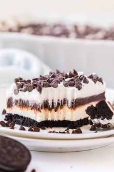 This delicious chocolate lasagna is made on an Oreo crust with layers of cream cheese, chocolate pudding and finished with a whipped topping. Delicious Chocolate, Delicious Desserts, Dessert Recipes, Yummy Food, Fun Food, Chocolate Lasagna, Chocolate Desserts, Chocolate Pudding, Icebox Desserts