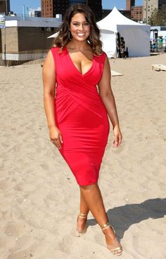 Lovely Ashley Graham glows in red...