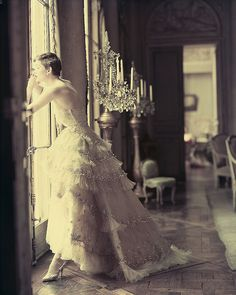 The Christian Dior Mozart dress from the Spring/Summer 1950 Haute Couture collection photographed by Norman Parkinson jαɢlαdy