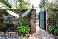 Historic Retreats: Audubon Cottages in New Orleans - Old House Journal Magazine Brick Courtyard, French Courtyard, Courtyard Design, Courtyard Gardens, Courtyard Ideas, Fence Design, Patio Design, House Design, New Orleans Decor