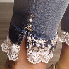 Denim on Denim - The Timeless Trend - Nähen : Kleidung - Denim Fashion Jeans Refashion, Diy Jeans, Clothes Refashion, Sewing Jeans, Refashioned Clothes, Refaçonner Jean, Jean Diy, Lace Jeans, Denim And Lace