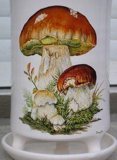 Risultati immagini per peinture porcelaine Porcelain Jewelry, Porcelain Vase, Fine Porcelain, Mushroom Paint, Mushroom Fungi, Botanical Illustration, Botanical Prints, Simple Artwork, China Painting