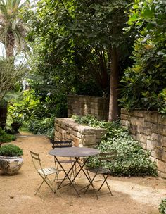 Outdoor setting, greenery and stone wall via The Design Files Small Courtyard Gardens, Small Gardens, Outdoor Gardens, Outdoor Rooms, Outdoor Living, Outdoor Decor, Better Homes And Gardens, Ikea Garden Furniture, Outdoor Furniture