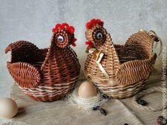 Купить Пасхальная курочка - Пасха, пасхальный сувенир, пасхальный подарок, пасхальный декор, пасха 2015 Paper Weaving, Weaving Art, Newspaper Crafts, Chickens And Roosters, Paper Basket, Paper Beads, Diy Projects To Try, Basket Weaving, Spring Flowers