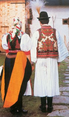 FolkCostume&Embroidery: Overview of the peoples and costumes of Transylvania Traditional Art, Traditional Outfits, Hungarian Embroidery, Folk Dance, The Shepherd, Ancient Symbols, Folk Costume, My Heritage, People Of The World