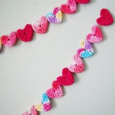 String up some love with this easy DIY crochet heart garland. ♥♥