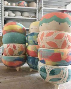 Ceramic Planters, Ceramic Clay, Ceramic Painting, Ceramic Pottery, Pottery Art, Painted Pottery, Slab Pottery, Ceramic Bowls, Painted Plant Pots