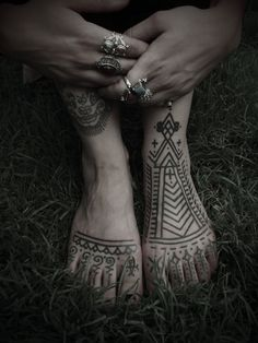 ॐ  i draw stuff like this on my feet with sharpies to see if I like it enough to get it tattoo'ed.