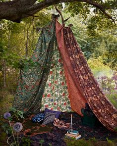 nice 14 Bohemian Style Gardens Do you want having a garden like no one else in your neighborhood? What about a garden with a Bohemian style ? Look at those ideas, a bohemian garden . Outdoor Spaces, Outdoor Living, Outdoor Decor, Outdoor Fun, Glamping, Tent Camping, Outdoor Camping, Camping Gear, Outdoor Forts