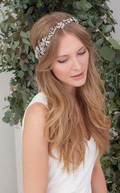 THAT HEADPIECE!! We are in love! Shop yours now via IamYours!