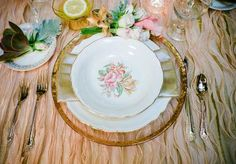 This fabulous blush linen with a touch of gold is perfect for our #vintage table setting.