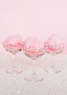 Unicorn bridal shower signature cocktail idea - cotton candy and champagne - Happy wedding Party Cotton Candy Cocktail, Cotton Candy Wedding, Wedding Candy, Cotton Candy Champagne, Cotton Candy Drinks, Cotton Candy Party, Champagne Drinks, Pink Cotton Candy, Pink Candy