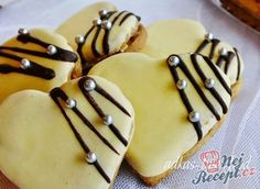 Nut hearts with egg yolk glaze - Kekse - Cinnamon Cream Cheese Frosting, Cinnamon Cream Cheeses, Christmas Sweets, Christmas Baking, Mini Tortillas, Czech Recipes, Easy Smoothie Recipes, Pudding Desserts, Polish Recipes