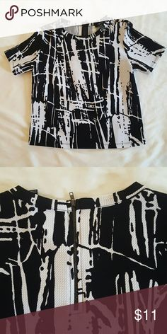 Black and white short top with back zipper Abstract print, stretch material, it fits more like a small Forever 21 Tops Blouses