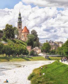Alles, was zu besitzen sich lohnt, lohnt auch, dass man darauf wartet.  #salzburg #österreich #austria #salzach #mülln #stadt #city #abend #evening #sonnenuntergang #sunset #sundown #dusk #colors #wetter #weather #light #wolken #clouds #view #blick #latergram #frühling #summer #sommer #spring #naturecolors #atmosphere #stroll  Photo: @alexmediastudio 📸 Austria, Mansions, House Styles, Travel, Home Decor, Salzburg Austria, Sunset, Clouds, Weather