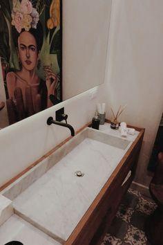 Bedroom Makeover Interior Styling, Interior Design, Scandinavian Interior, Bath Caddy, Bed And Breakfast, Corner Bathtub, Bedroom, Interior Decorating, Nest Design