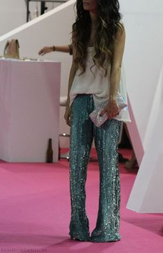 sequin pants ABSOLUTELY love these. The only sequin pants I have ever seen I like! Fashion Blogger Style, Look Fashion, Womens Fashion, White Fashion, Fashion Bloggers, Mode Boho, Mode Chic, Style Casual, Style Me