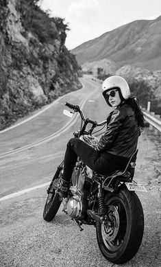 Tumblr is a place to express yourself, discover yourself, and bond over the stuff you love. It's where your interests connect you with your people. Hd Sportster, Biker Girl, Harley Davidson, Goth, Punk, Horses, Vehicles, People, Mai