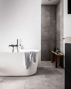 Onze badkamers - Home Decor Ideas - Haus Design Modern Master Bathroom, Bathroom Spa, Chic Bathrooms, Bathroom Interior, Small Bathroom, Minimal Bathroom, Bathroom Ideas, Bad Inspiration, Bathroom Inspiration