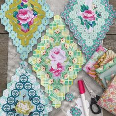 little progress with the Brigitte Giblin inspired 'work in progress'. Quilting Projects, Quilting Designs, Sewing Projects, Quilting Ideas, Paper Piecing Patterns, Quilt Patterns, Paper Quilt, Flower Quilts, Diamond Quilt