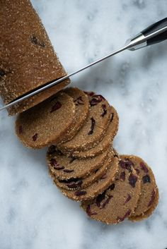 Recipe for cookies with licorice and cranberries – Pastry World Christmas Snacks, Christmas Baking, Cookie Recipes, Snack Recipes, Bite Size Snacks, Danish Food, Party Finger Foods, Bread Cake, Chocolate Chip Muffins