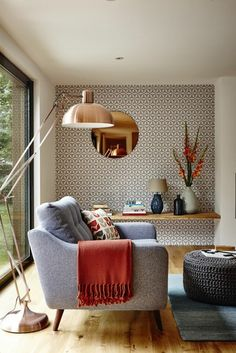 Wohnideen Wohnzimmer Rotes Sofa Graue Wnde Wanduhr Wandkamin
