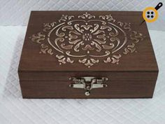 Wooden Painting Box Models 52 Pieces - Examples of Wooden Painting at Home,Wooden painting box models How To Produce Wood Art ? Wood art is generally the job of shaping about and inside, provided the top of anything is flat. Decoupage Vintage, Decoupage Box, Painted Wooden Boxes, Wood Boxes, Wooden Painting, Altered Cigar Boxes, Balkon Design, Architecture Art Design, Linden Wood