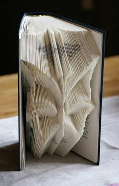Discover the Art of Book Folding with Our Selection of 85 Photos With Tutorials and Videos %%page%% - Architecture E-zine Phone Wallpaper Design, Iphone Design, Old Book Crafts, Paper Crafts, Book Folding Patterns, Folded Book Art, Scrap Metal Art, Book Sculpture, Butterfly Shape