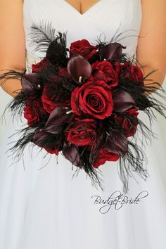 Bouquet Noir, Black Bouquet, Feather Bouquet, Red Bouquet Wedding, Red Wedding Flowers, Prom Flowers, Bride Bouquets, Flower Bouquets, Red Wedding Cakes